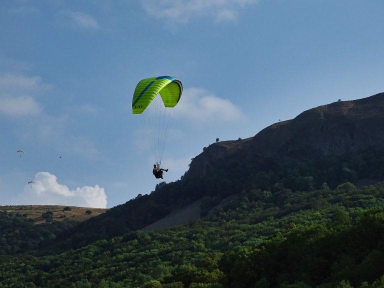 un parapente à Brezons stage initiation parapente dans le Cantal en Auvergne