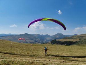 Belle vue sur les monts du Cantal en Auvergne pendant un stage initiation parapente