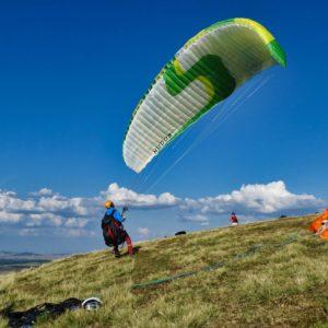 Gonlage face voile en stage de perfectionnement parapente chez Thang-ka dans le Cantal en Auvergne
