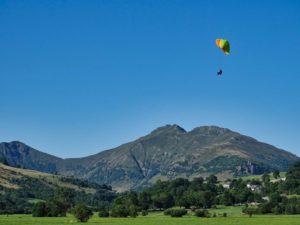Koyot 3 en approche en stage de progression parapente chez thang-ka dans le Cantal en Auvergne