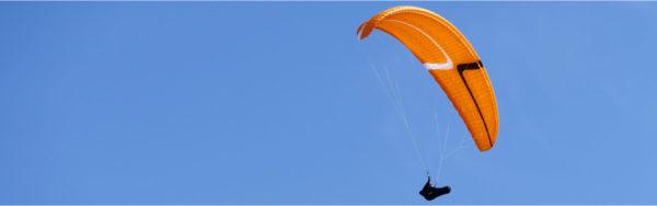 La Stelvia de Mcc Aviation culeur orange nous survol.