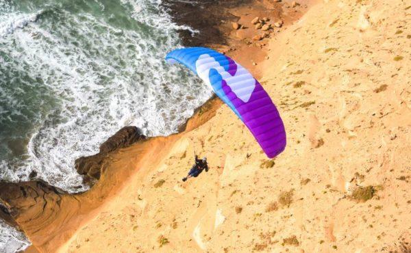 La Zoe en vol de pente au bord de mer Sky Paragliders