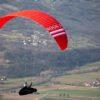 Une Triple Seven Rook 3, EN B+, rouge en vol de distance